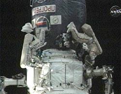Phi hành gia Mỹ đi bộ ngoài không gian
