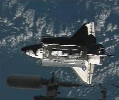 Tàu vũ trụ Discovery đã tới Trạm vũ trụ quốc tế