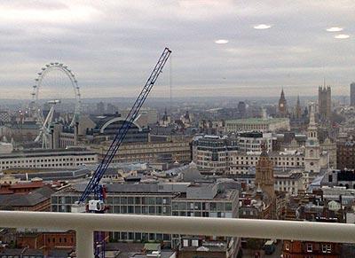 Bầu trời London xuất hiện bốn vật thể bay không xác định