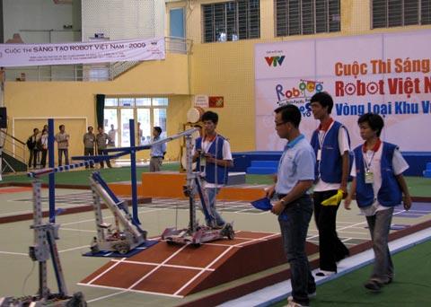 Robot cao đẳng lấn lướt robot đại học