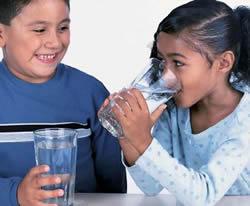 Uống nước trước khi thi sẽ đạt điểm cao hơn