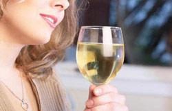 Uống rượu đỏ mặt dễ bị ung thư