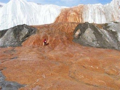 Giải mã 'thác máu' bí ẩn ở Nam Cực