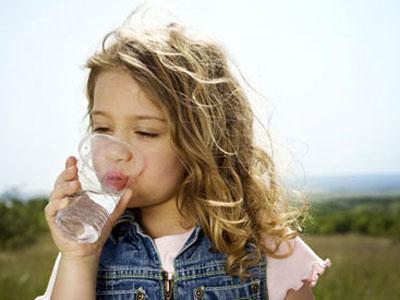 14 lí do để bạn uống nhiều nước