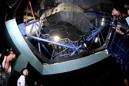 Trung Quốc chế tạo kính thiên văn lớn nhất