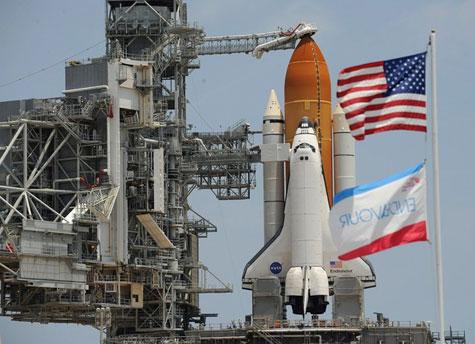 NASA hoãn phóng tàu con thoi vào phút chót