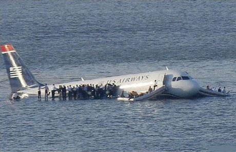 Vén màn nguyên nhân máy bay đáp xuống sông