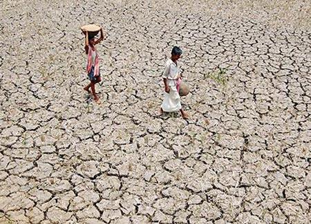 Ấn Độ làm mưa nhân tạo đối phó hạn hán