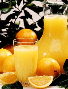Dễ hỏng răng vì uống nước cam