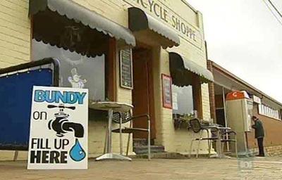 Cấm bán nước đóng chai để bảo vệ môi trường