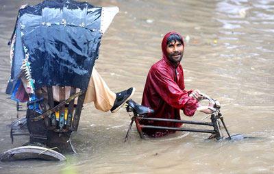 Thủ đô Bangladesh hứng chịu trận mưa kỷ lục