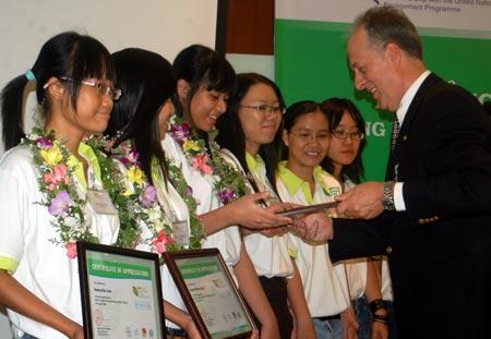 """15 sinh viên trở thành """"Đại sứ Môi trường Bayer 2009"""""""