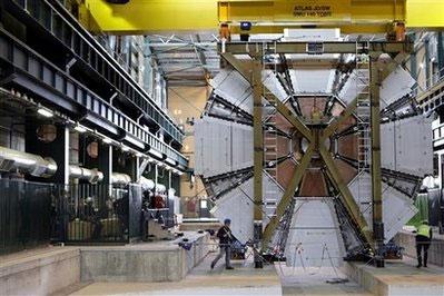 Tái khởi động máy gia tốc hạt nhân lớn nhất thế giới