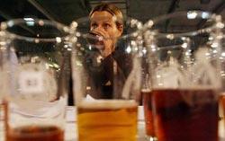 Uống bia có thể tránh được bệnh loãng xương