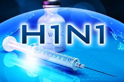 """Anh đưa """"chuẩn"""" người được tiêm vaccine cúm A/H1N1"""