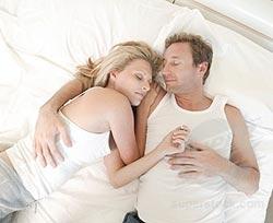 Ngủ chung giường cùng gối có lợi hay hại cho sức khỏe?