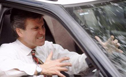 Ngón tay dài thường lái xe ẩu