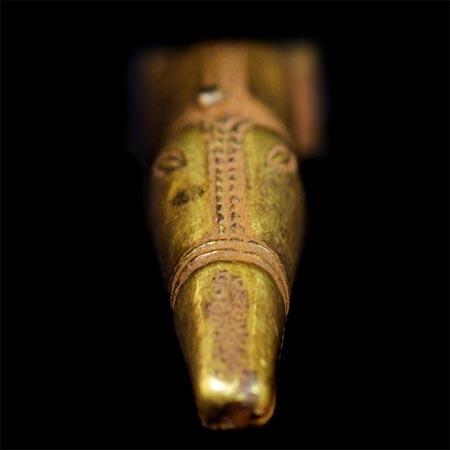 Kho báu bao gồm khoảng 5kg vàng và 2,5kg bạc, lớn hơn rất nhiều so với những phát hiện trước đó.