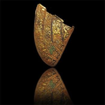Mảnh vỡ được cho là thuộc về những chiếc mũ giáp được trang trí tinh xảo.