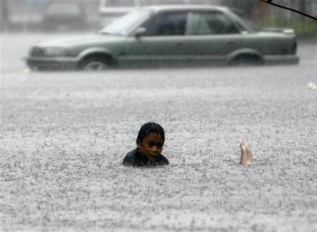 Bão lụt tàn phá kinh hoàng thủ đô Philippines