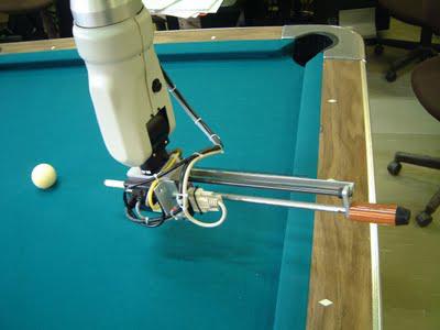 Robot đánh bi-a
