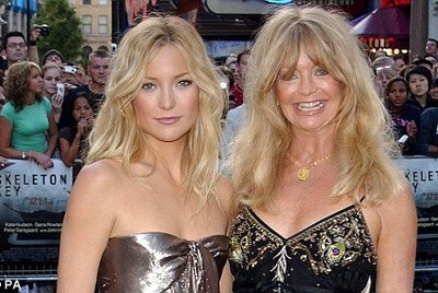 Mọi phụ nữ về già đều giống mẹ