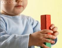 Chọn đồ chơi phù hợp với tuổi của trẻ