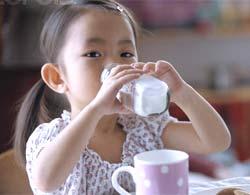 Cứ 100 trẻ nhỏ thì có 4 bé dị ứng sữa bò