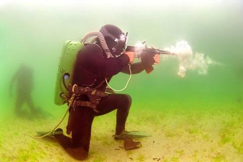Vũ khí của đặc công nước