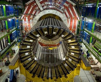 Va chạm proton đầu tiên trong máy gia tốc hạt lớn