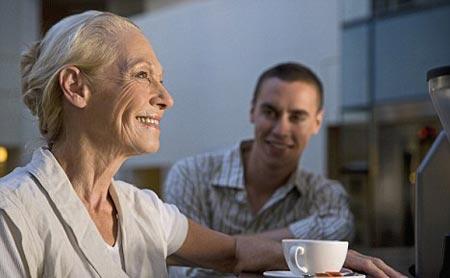 Vì sao đàn bà sống lâu hơn?