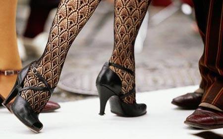 Nhìn chân để biết nàng có thích bạn không