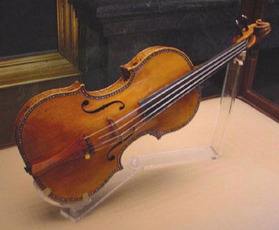 Bí mật lớp verni của cây vĩ cầm Stradivarius