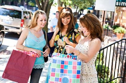 Tại sao phụ nữ mải mê mua sắm?