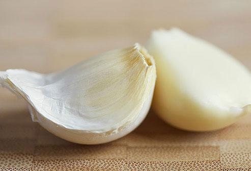 Tỏi cung cấp một số chất chống ôxy hóa giúp thúc đẩy hệ miễn dịch. Ngoài ra, tỏi cũng có khả năng giúp tiêu diệt H. pylori, một loại vi khuẩn gây ra viêm loét và ung thư dạ dày.