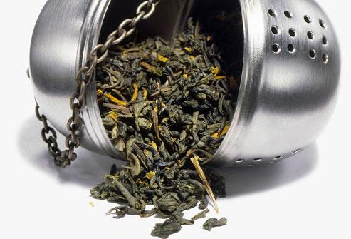 Cả trà xanh và trà đen đều chứa rất nhiều chất polyphenol and flavonoid, giúp tăng cường sức đề kháng với các bệnh tật cho cơ thể bạn.