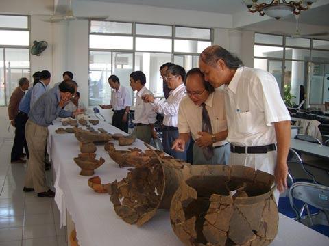 Công bố kết quả khai quật mộ táng 2000 năm
