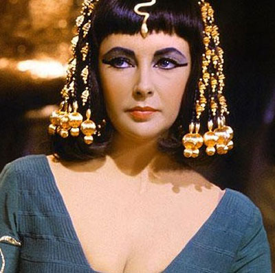 Trang điểm như Nữ hoàng Cleopatra tốt cho mắt