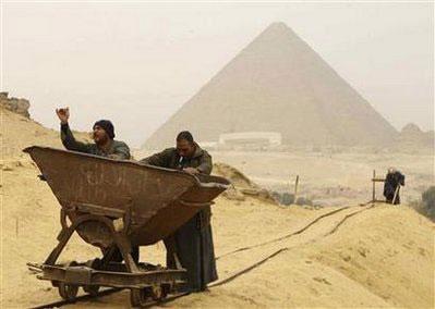 Kim tự tháp không phải do nô lệ xây?