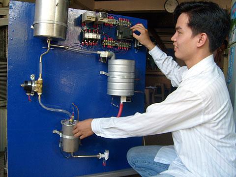 Làm nước nóng bằng… máy lạnh