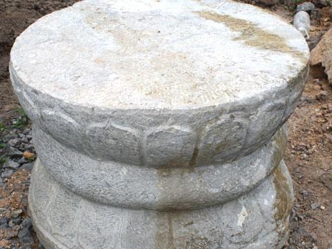 Phát hiện ba khối đá hình trống đồng ở Cố đô Hoa Lư