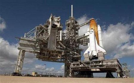 Tàu vũ trụ Mỹ hoãn bay vì mây