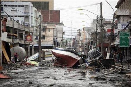 Sóng thần san phẳng một thị trấn Chile