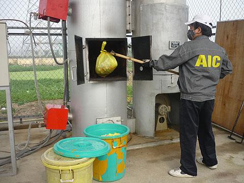 Làm sạch rác y tế theo công nghệ Nhật Bản