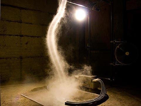 Tạo vòi rồng trong phòng thí nghiệm