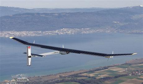 Máy bay sử dụng năng lượng mặt trời cất cánh