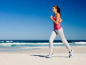 Phụ nữ thường xuyên đi bộ có thể chống đột quỵ
