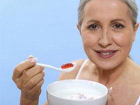 Người già nên ăn thức ăn có chứa ít đồng và sắt
