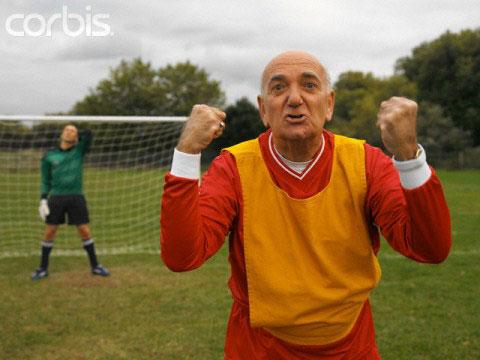 Chơi bóng đá giúp xương chắc khỏe