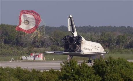 Tàu con thoi Discovery trở về Trái Đất an toàn